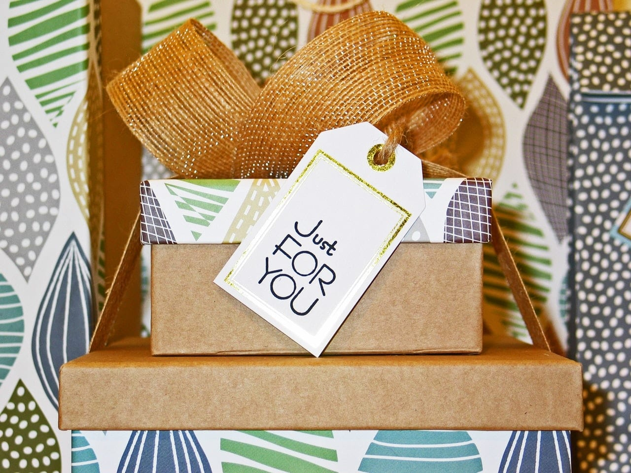11 simple ways to reward loyal customers and make sure they keep buying